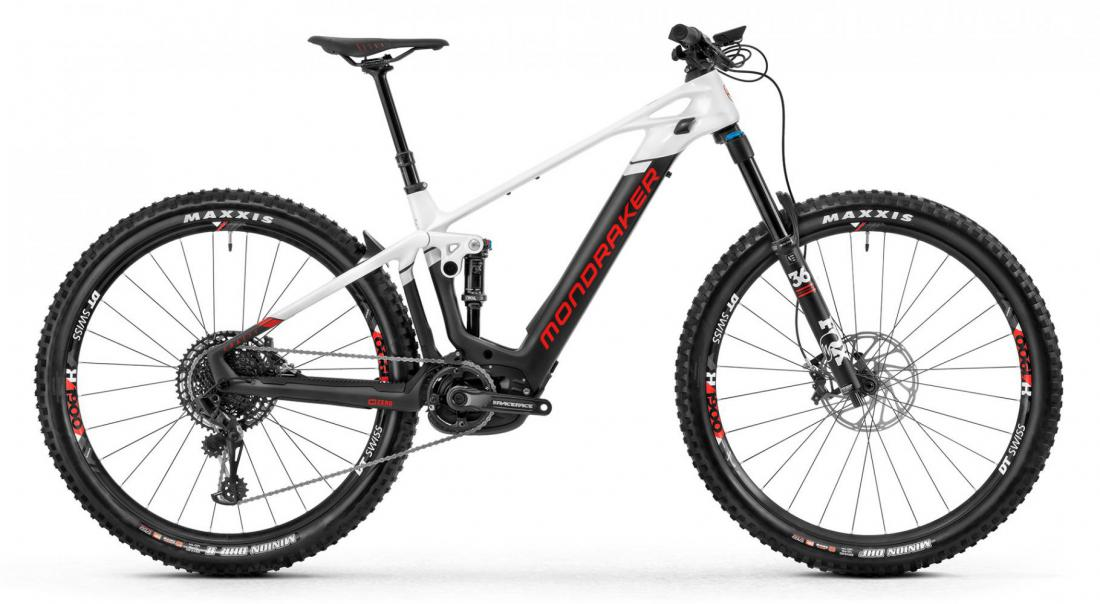 Crafty Carbon R, carbon/white/flame red, 2020